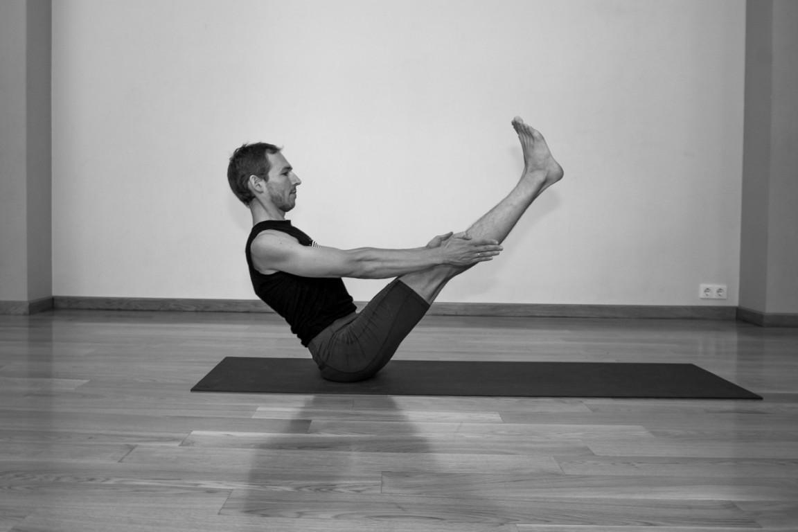 Paripurna Navasana   yogasana